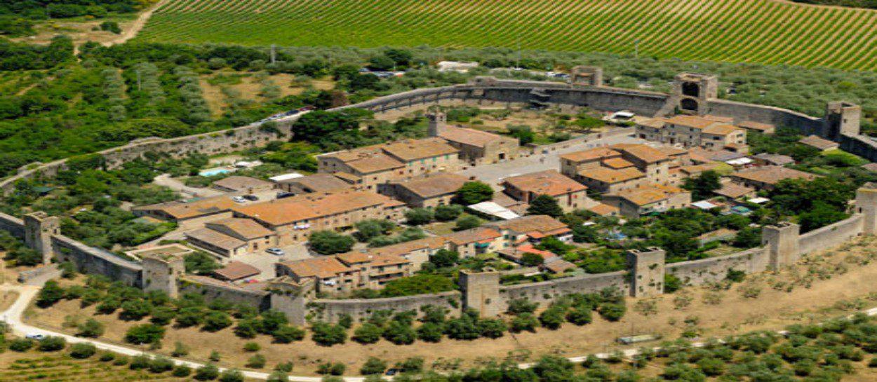 Panoramic photo of Monteriggioni in Italy